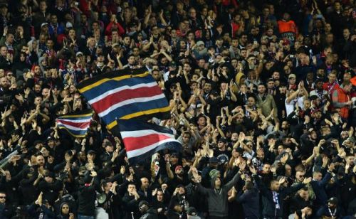 Manchester United - PSG: les supporters parisiens reviennent impressionner l'Angleterre