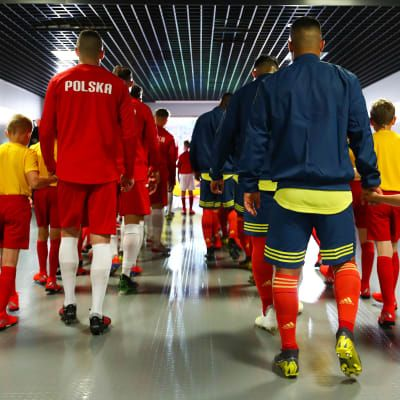 Poland and Colombia players walk out from the tunnel to the field at the FIFA U-20 World Cup 2019