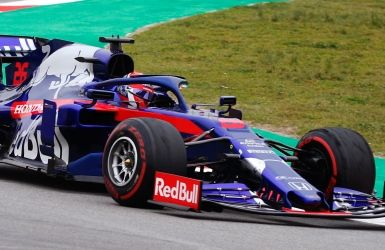 Daniil Kvyat cause la surprise à Barcelone