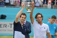 Tennis: retour gagnant de Murray en double, en attendant le simple fin août ?
