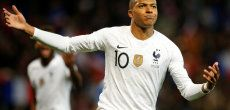 Football: Mbappé sauve la France du ridicule